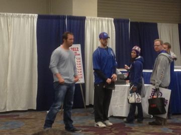 ian stewart teaches kids to field and throw at CubsCon