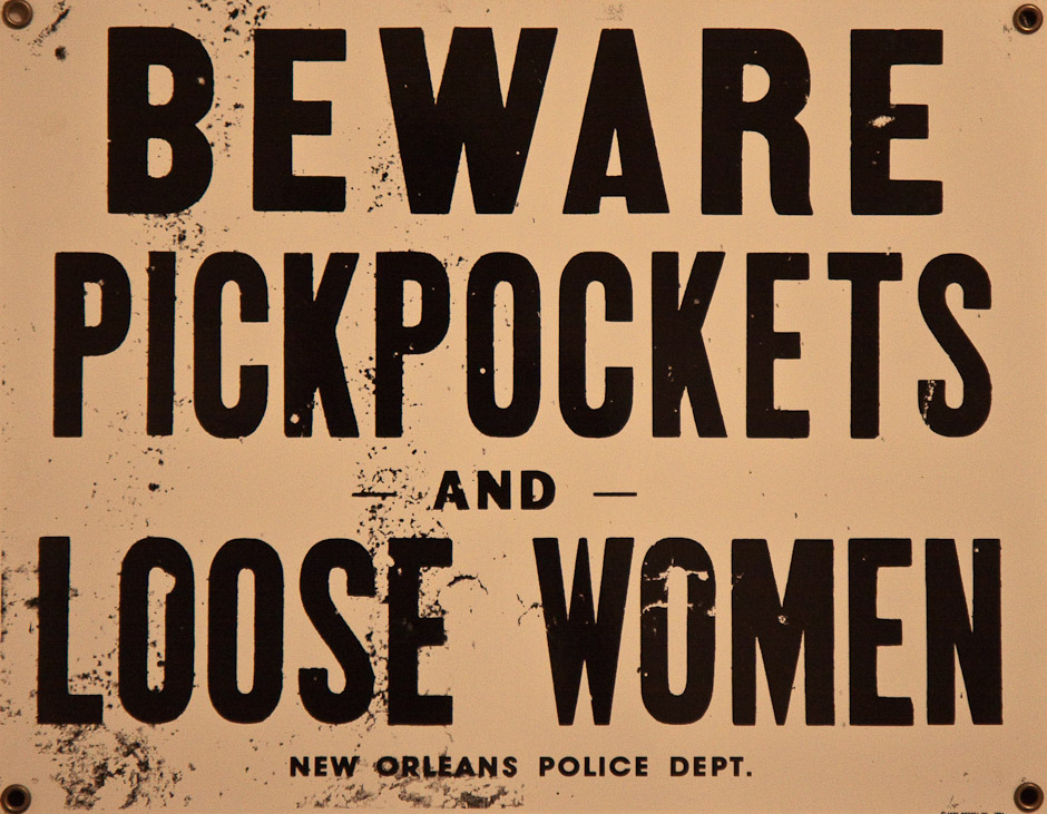 beware pickpockets