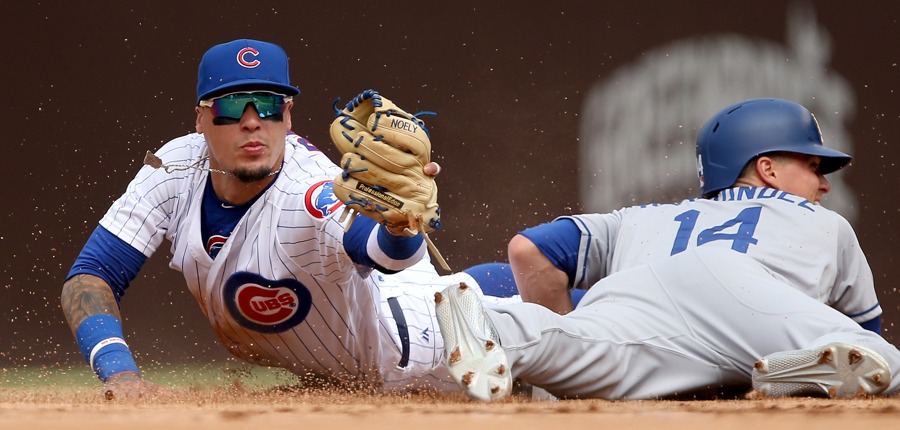 Javy-baez-glove-cubs-photo-by-dylan-buellgetty-images-gettyimages-979614602