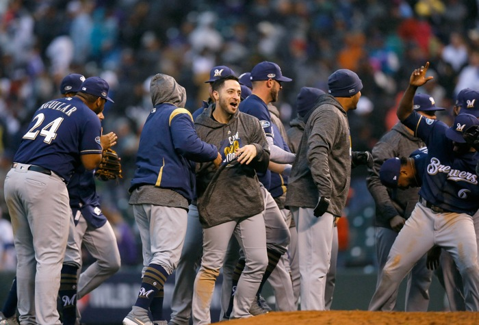 Brewers advance, Braves force Game 4 — MLB Postseason Roundup